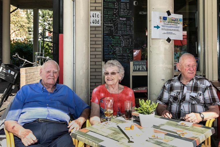 Vlnr: Hans van Duijkeren, zijn vrouw Sjaan en Piet van Oorschot. Beeld Dingena Mol