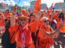 Oranjefans in Le Havre bij de fanzone voorafgaan aan de wedstrijd tegen Nieuw-Zeeland.