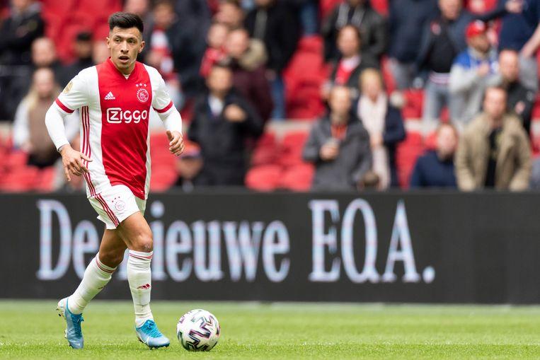 Lisandro Martínez aan de bal in het duel tussen Ajax en AZ (1-0). Beeld Pro Shots / Jasper Ruhe