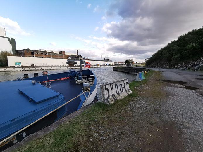 Op 11 april legde de politie een illegale raveparty stil in een oude loods langs het Kanaal Brussel-Charleroi op de grens van Drogenbos en Ruisbroek.