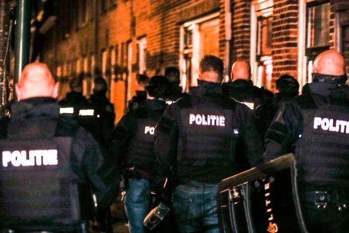 Politie in de Wantijstraat.
