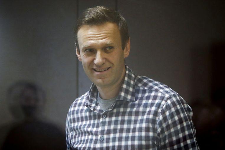Navalny tijdens het proces waarin hij veroordeeld werd tot tweeënhalfjaar strafkamp.  Beeld REUTERS