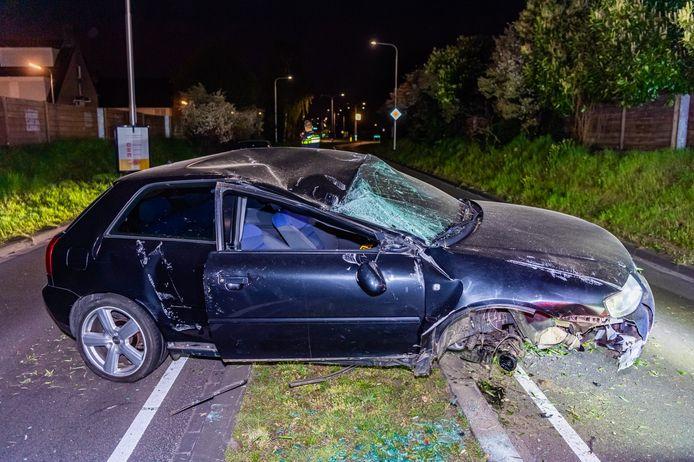 De auto is zwaar beschadigd geraakt bij het ongeluk.