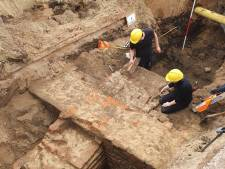 Oude stadsmuren ontdekt in Doesburg; belangrijk kruispunt blijft langer afgesloten
