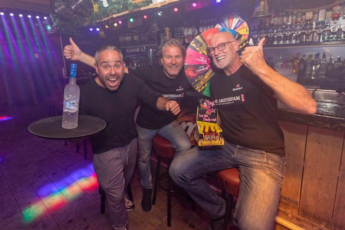 Bar Amsterdam is er helemaal klaar voor! V.l.n.r. Roderick, Walter en Bart hebben d'r zin in: 'We are back.'