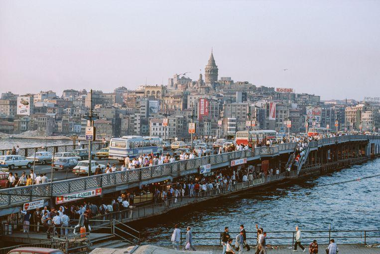 Istanboel, volgens Elif Shafak 'een stad vol leven, energie en tegenstellingen. Van dromen en van littekens.'  Beeld Getty Images