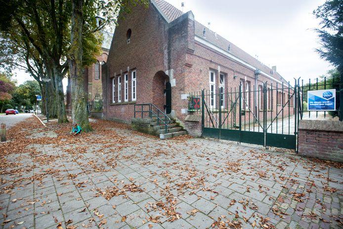 Het schoolgebouw aan de Victorialaan in Vught is deels monumentaal. Dat deel mag niet gesloopt worden.