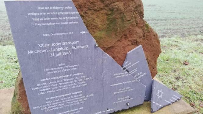 Stad laat gedenkplaat monument herstellen