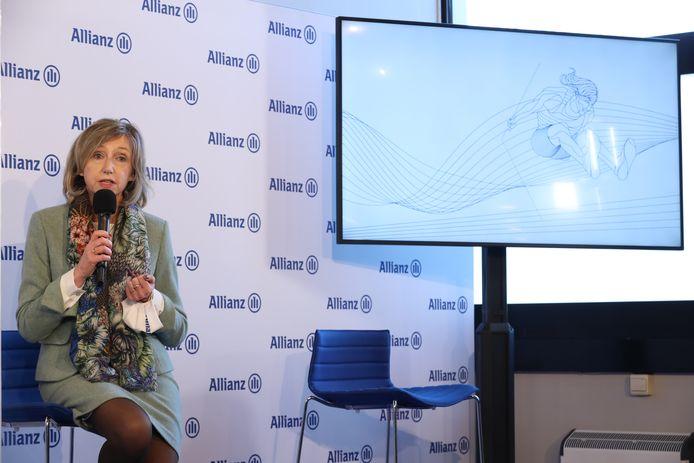 De CEO van Alianz Kathleen Van den Eynde kondigt het nieuws aan.
