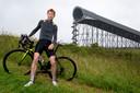 Arjen Koene bij de skipiste van Snowworld. Samen met andere wielerliefhebbers wil hij hier een fietsklim bouwen. De plannen worden nu uitgewerkt.