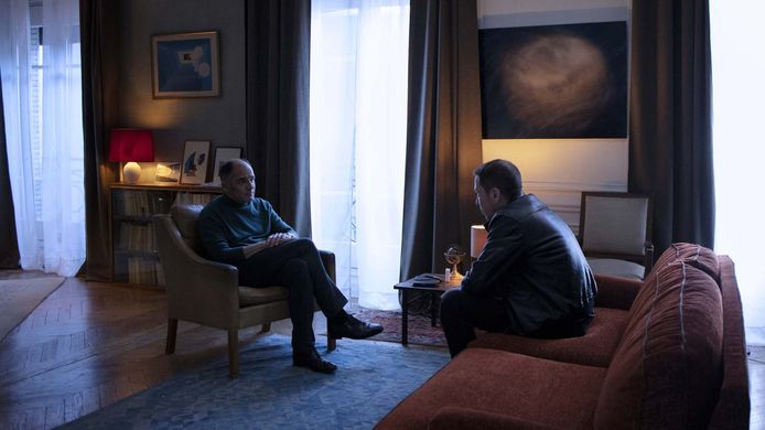 """Reda Kateb est Adel Chibane et Frédéric Pierrot est Philippe Dayan dans la série """"En Thérapie"""" d'Eric Toledano et Olivier Nakache."""
