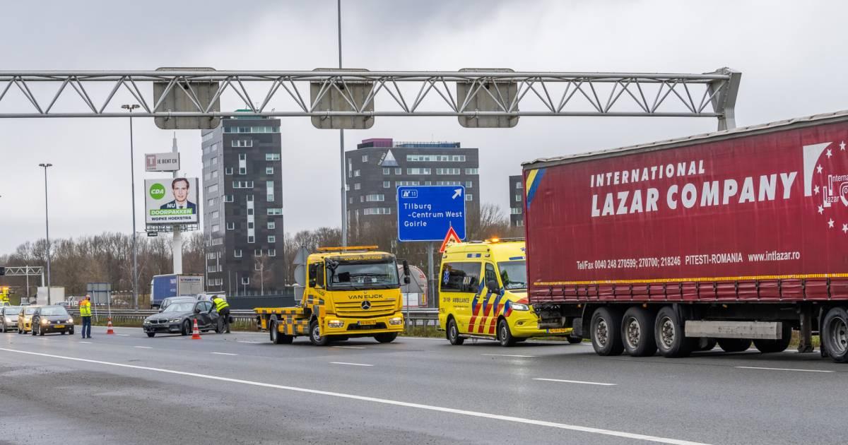 Ongeluk met 7 autos op de A67: file tussen Someren en Eindhoven.
