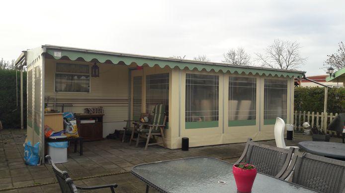 Een paar jaar geleden kwam de gemeente Moerdijk in actie tegen permanent wonen op (onder meer) camping Bovensluis. De nieuwe eigenaar stopt op termijn met de verhuur van jaarplaatsen.