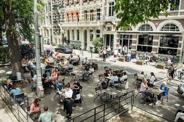 Flexwerkers in de horeca en uitzendbranche zijn zwaar getroffen in de regio Amsterdam. Beeld Jakob Van Vliet