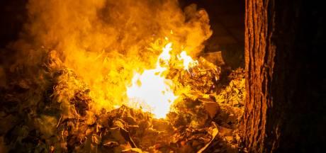 Stapel oud papier in brand gestoken voor woningen in Oss