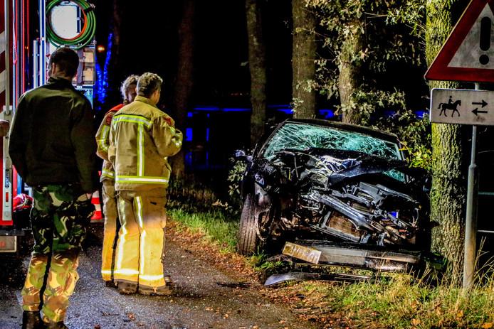 De bestuurder botste omstreeks 7.00 uur op een boom.