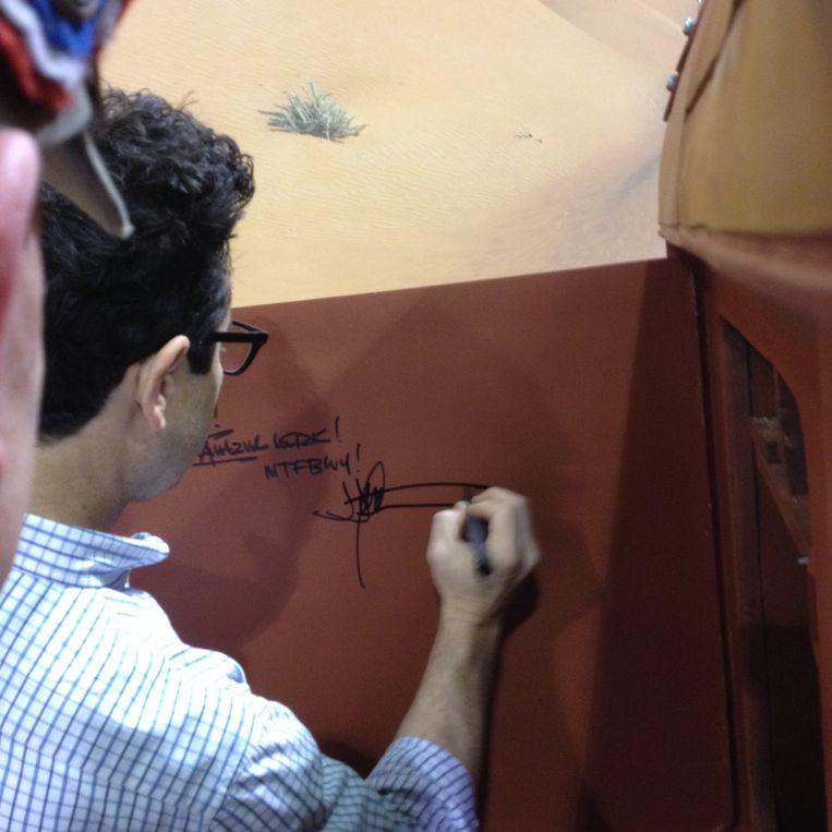 J.J. Abrams signeerde de Speeder van de Belgian Costume Division. Beeld RV