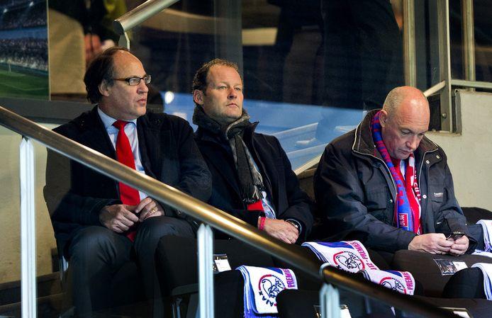 Henri van der Aat (l) en Jeroen Slop (r) met Danny Blind, inmiddels assistent-coach bij Oranje.