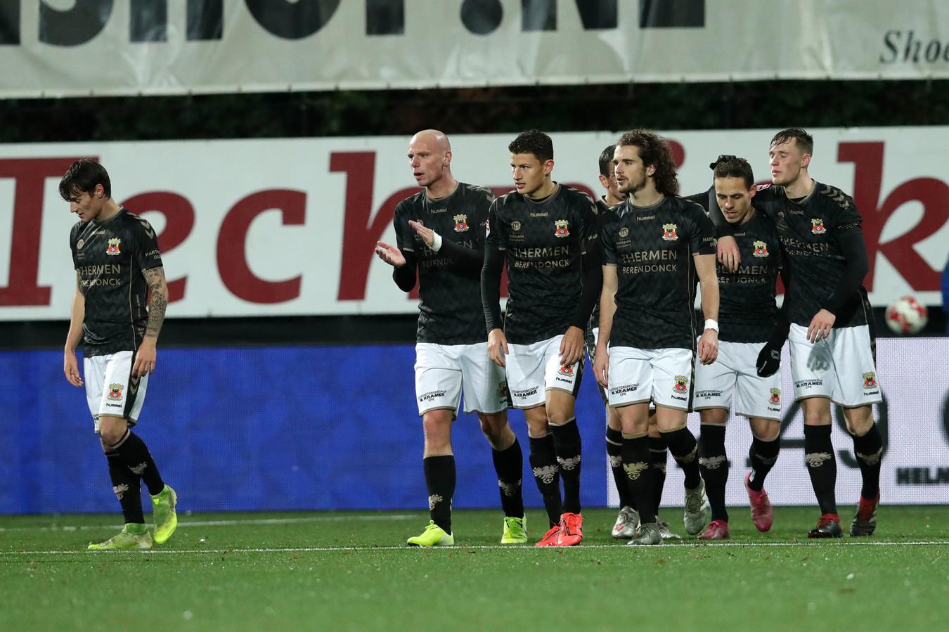 Go Ahead Eagles heeft na de fraaie treffer van Jaroslav Navratil in Helmond weer eens wat te vieren.