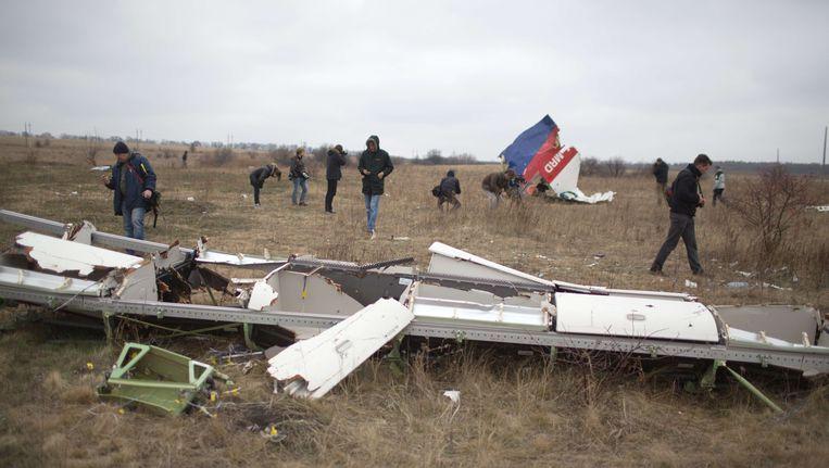 Een brokstuk van de MH17 in Grabove, Oost-Oekraïne. Beeld afp