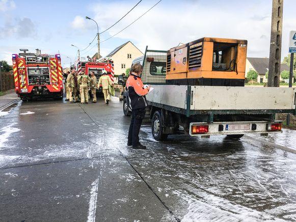 De brandweer kon beletten, dat de vlammaen oversloegen naar de vrachtwagen.
