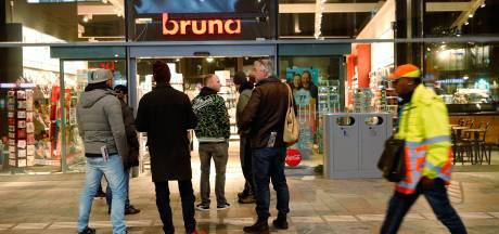 Ophef rond verkoop 'complotblad' door Bruna, boekhandel verwijdert tweet