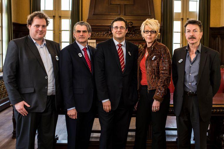 De vorige bestuursploeg met Hans Ides (CD&V), Robert Moens (N-VA) , Kristof Bossuyt (N-VA), Linda Verlinden (N-VA), Werner Theuns (Open VLD) werd beloond door de kiezer