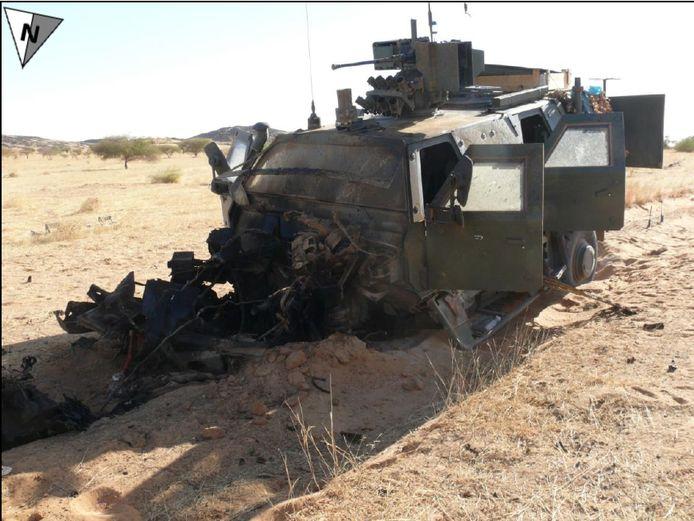 De Dingo raakte compleet vernield door de bermbom. Door de bouw van het voertuig raakten de drie inzittenden slechts lichtgewond, terwijl het motorblok bijna 50 meter werd weggeslingerd door de explosie.