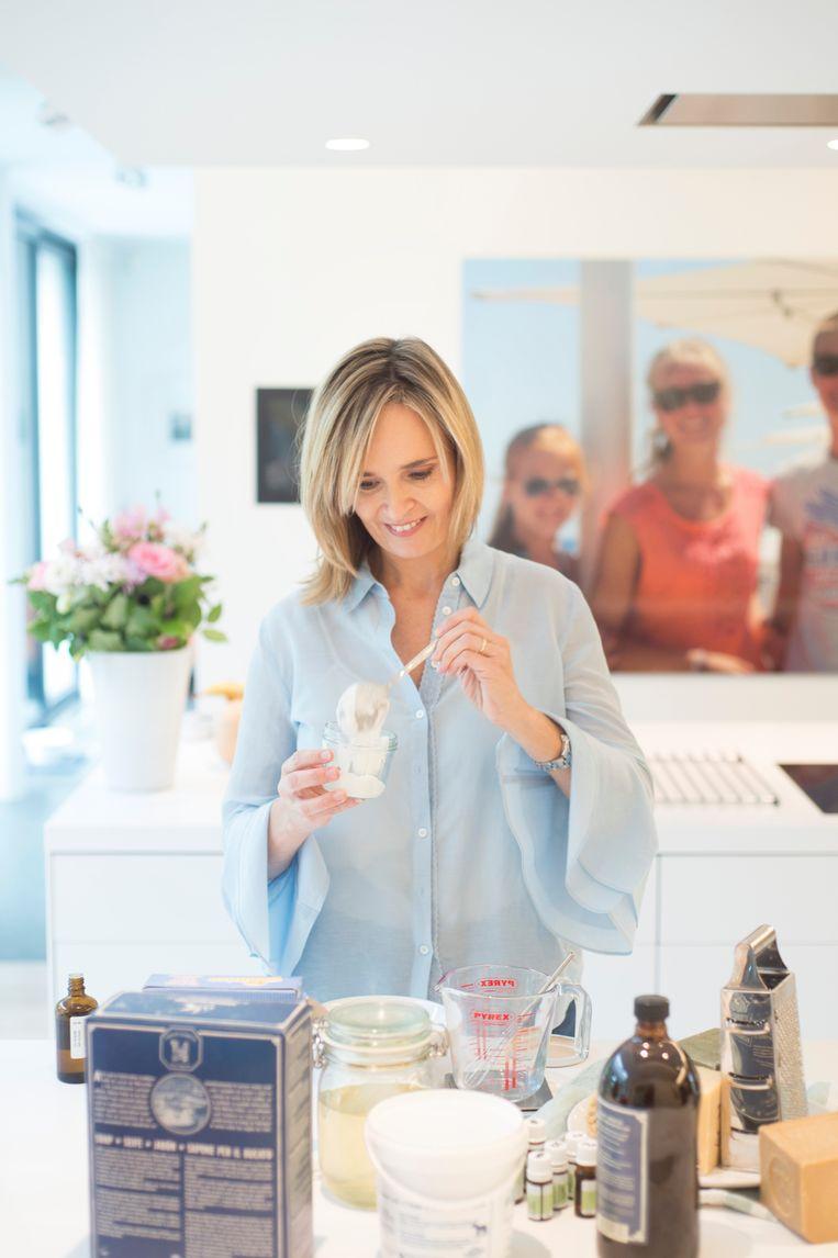Anne Drake maakt schoonheidsproducten en schoonmaakmiddelen zelf.