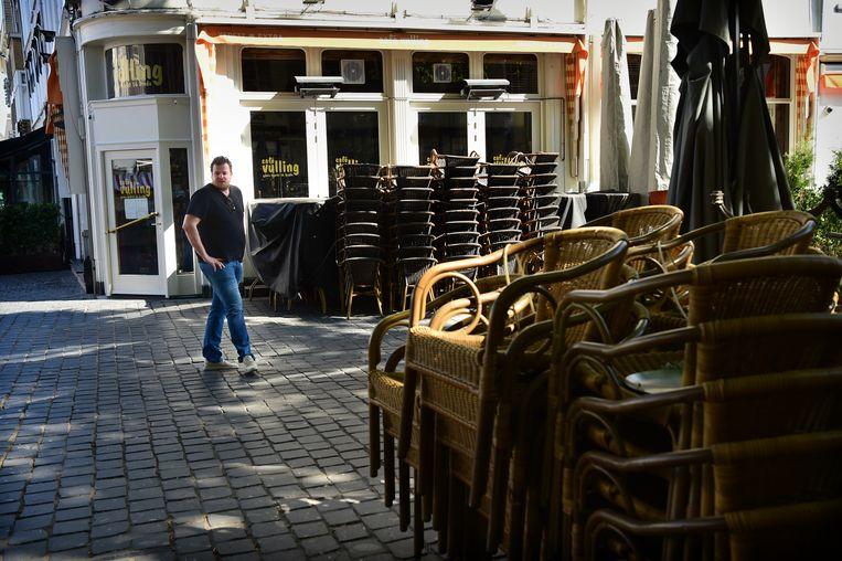 Ook in Breda blijven de terrassen voorlopig leeg. Beeld Marcel van den Bergh / de Volkskrant
