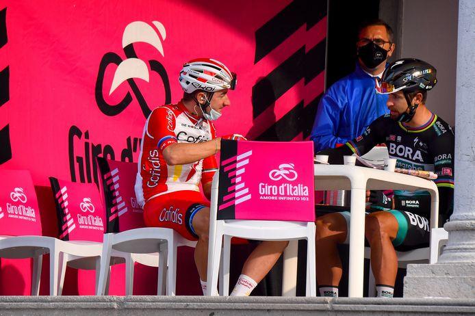 Elia Viviani aan de koffie met Peter Sagan.