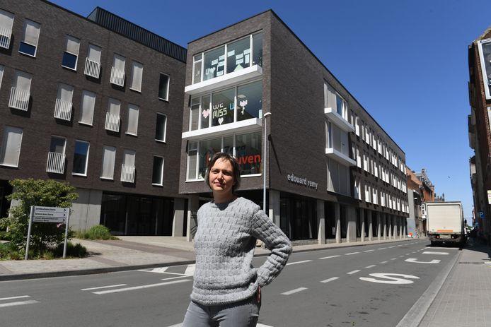 Bieke Verlinden (sp.a) voor WZC Remy in Leuven. De bewoners moeten nu toch wachten tot begin januari voor de vaccinaties.