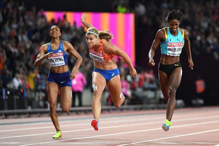 Schippers wist Marie-Josée Ta Lou uit Ivoorkust (22,08) en Shaunae Miller-Uibo uit de Bahamas (22,15) maar net voor te blijven. Beeld AFP