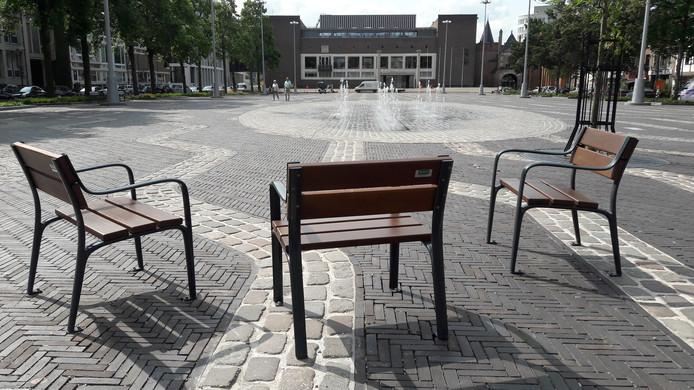 De Markt in Arnhem is zondag weer even parkeerterrein. Maximaal twaalf keer per jaar mag dat van de gemeente Arnhem, als er bijzondere redenen voor zijn.