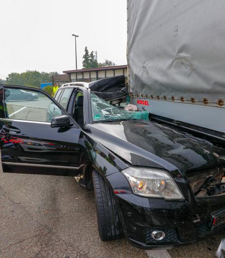 Wegpiraat die ongeluk veroorzaakte op A67 blijkt 16 jaar oud te zijn