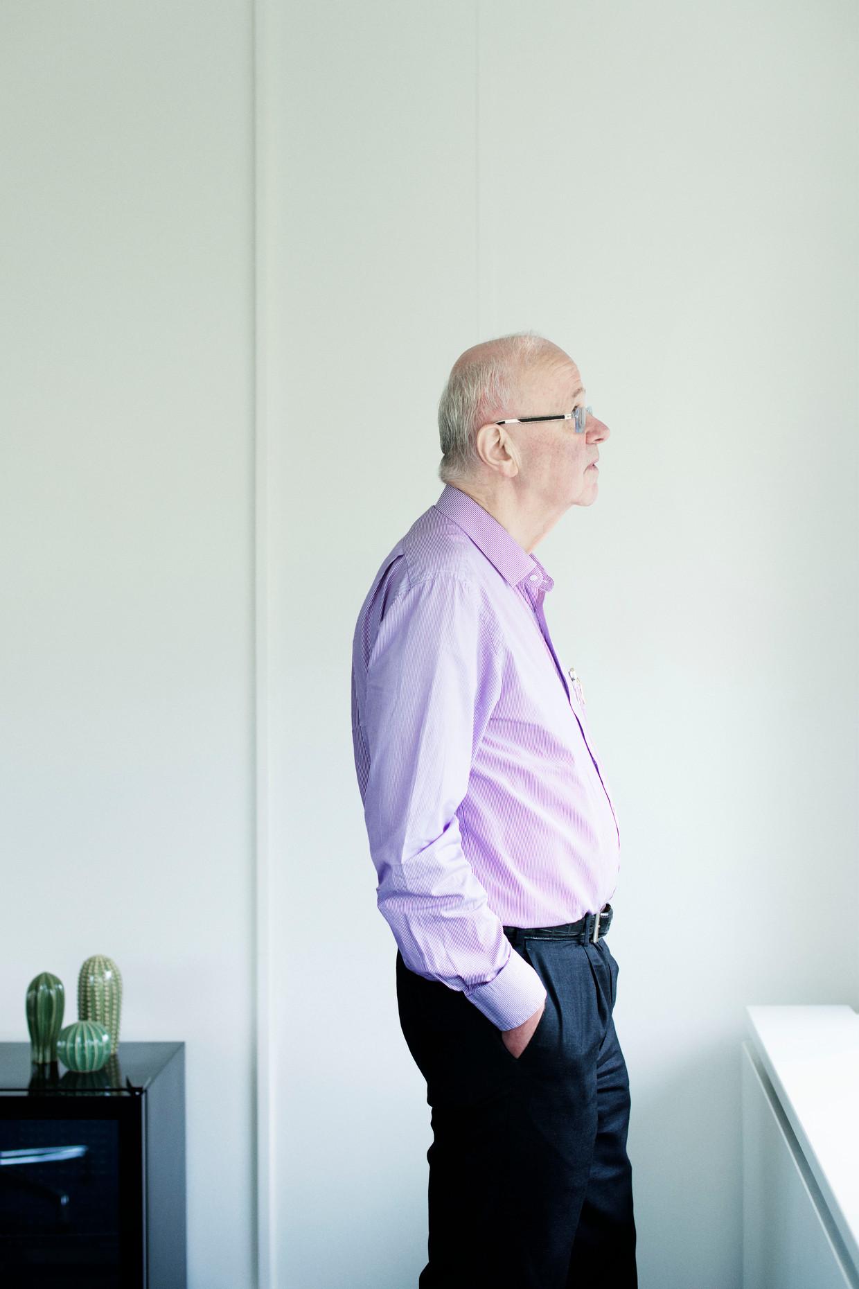 Chris Oomen op het hoofdkantoor van zorgverzekeraar DSW in Schiedam, waar hij na zijn vertrek nog altijd vijf dagen in de week komt.  Beeld Kiki Groot