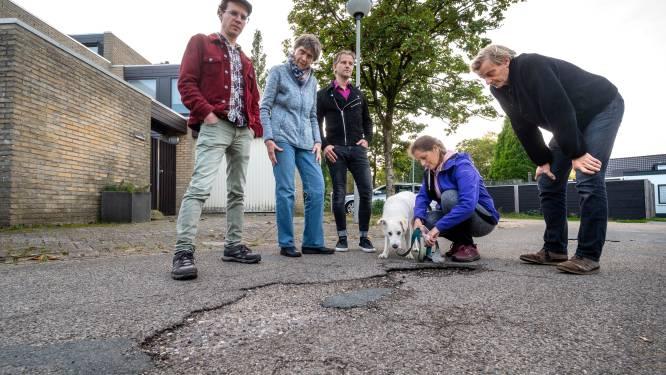 Schaarsbergers zijn gaten in asfalt beu: 'Gemeente heeft onze straten meer dan halve eeuw overgeslagen'