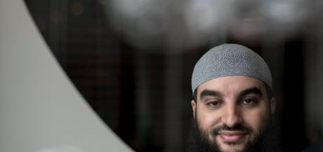 Ontslagen imam wil meer geld van Arnhem en weten welke informatie over hem is verzameld