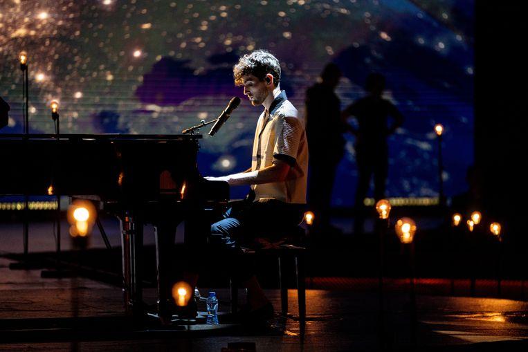 Duncan Laurence tijdens Eurovision: Europe Shine a Light.  Beeld EBU/Kris Pouw