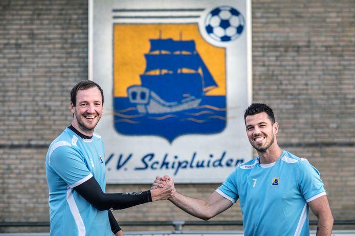 """Jeugdvrienden Tom Boks en Koen Göbel zijn na twaalf jaar weer herenigd: ,,Vroeger waren we elke dag samen aan het voetballen. Bij Schipluiden en na schooltijd op de trapveldjes."""""""