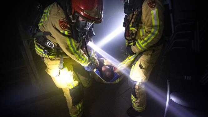 Brandweeroefening bij hippisch centrum Deurne:  'Sproei nooit te veel op bestrating, die kan verzakken'