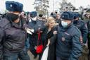 Anastasia Vasiljeva, voorzitter van de onafhankelijke vakbond Alliantie van artsen en persoonlijk oogarts van Navalny, werd door de politie opgepakt.