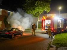 Bewoners horen knal; auto in brand in Didam