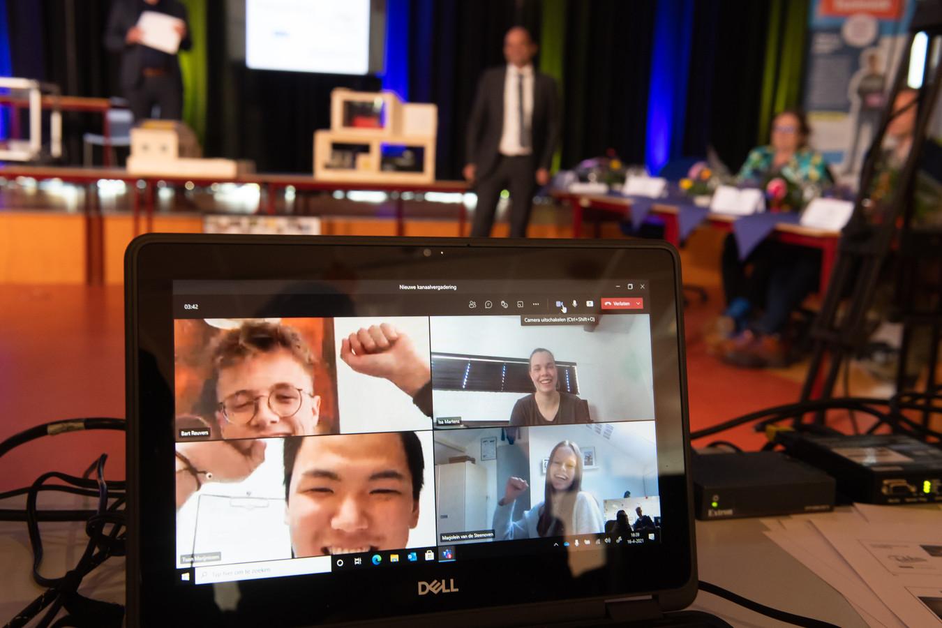 Bart Reuvers, Isa Martens, Tuan Marijnissen en Marjolein van de Steenoven zijn de winnaars van de Technasium Award.