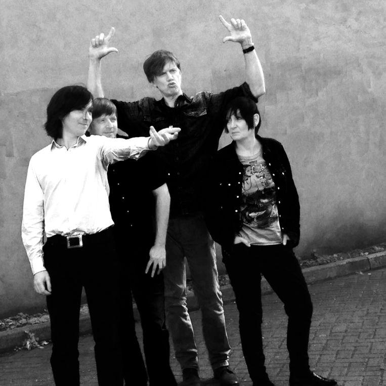 Thurston Moore met zijn nieuwe band: oudgedienden van Sonic Youth en My Bloody Valentine. Beeld rv