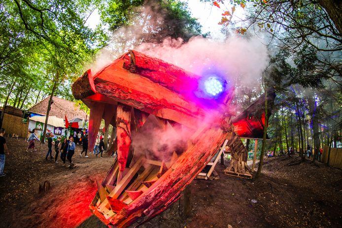 Op het tweedaagse festival Into the Woods van vorig jaar stond onder meer dit kusntwerk midden in het bos.