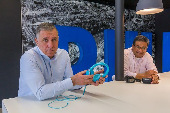 Oud-medewerkers Maurizio Cappiello (links) en Ron Flohr van de audiotak van Philips.