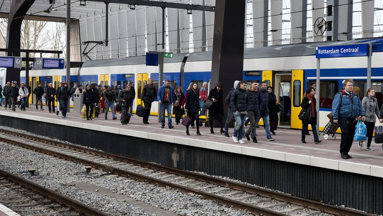 Reizigers op Rotterdam Centraal. Beeld anp