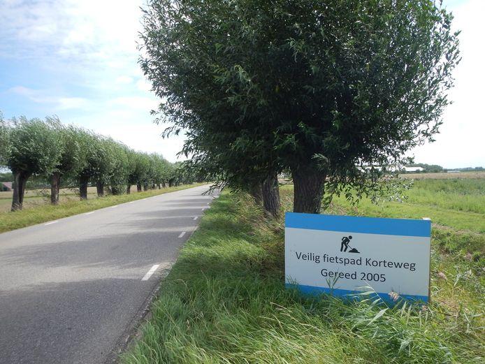 De verkeerssituatie op de Korteweg tussen Zuid-Beijerland en Numansdorp. De kwestie speelt al veel langer.