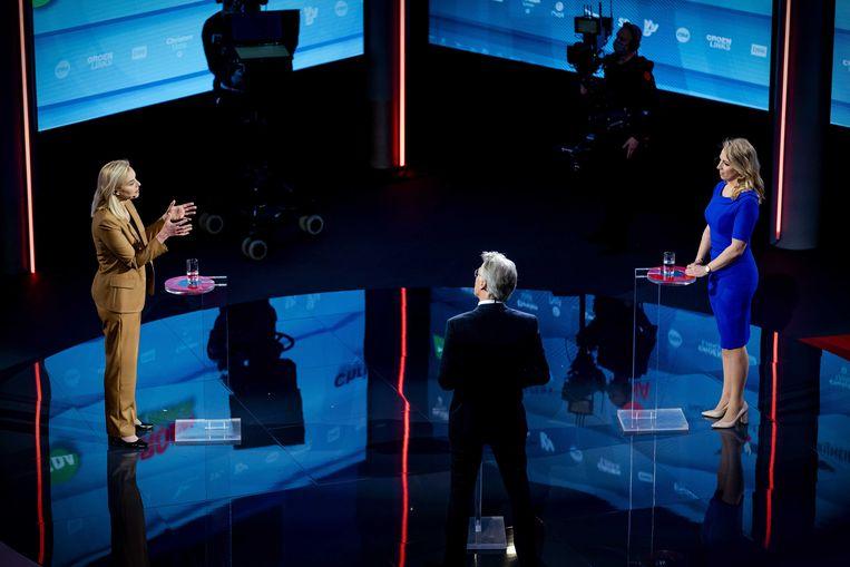 Sigrid Kaag (D66) en Lilian Marijnissen (SP) tijdens een verkiezingsdebat van de NOS. De lijsttrekkers van de acht grootste partijen staan tegenover elkaar tijdens Nederland Kiest: De Stemming.  Beeld ANP
